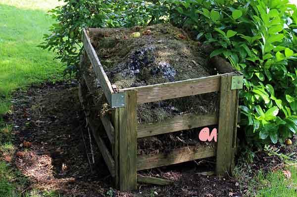 Wurmkomposter im Garten